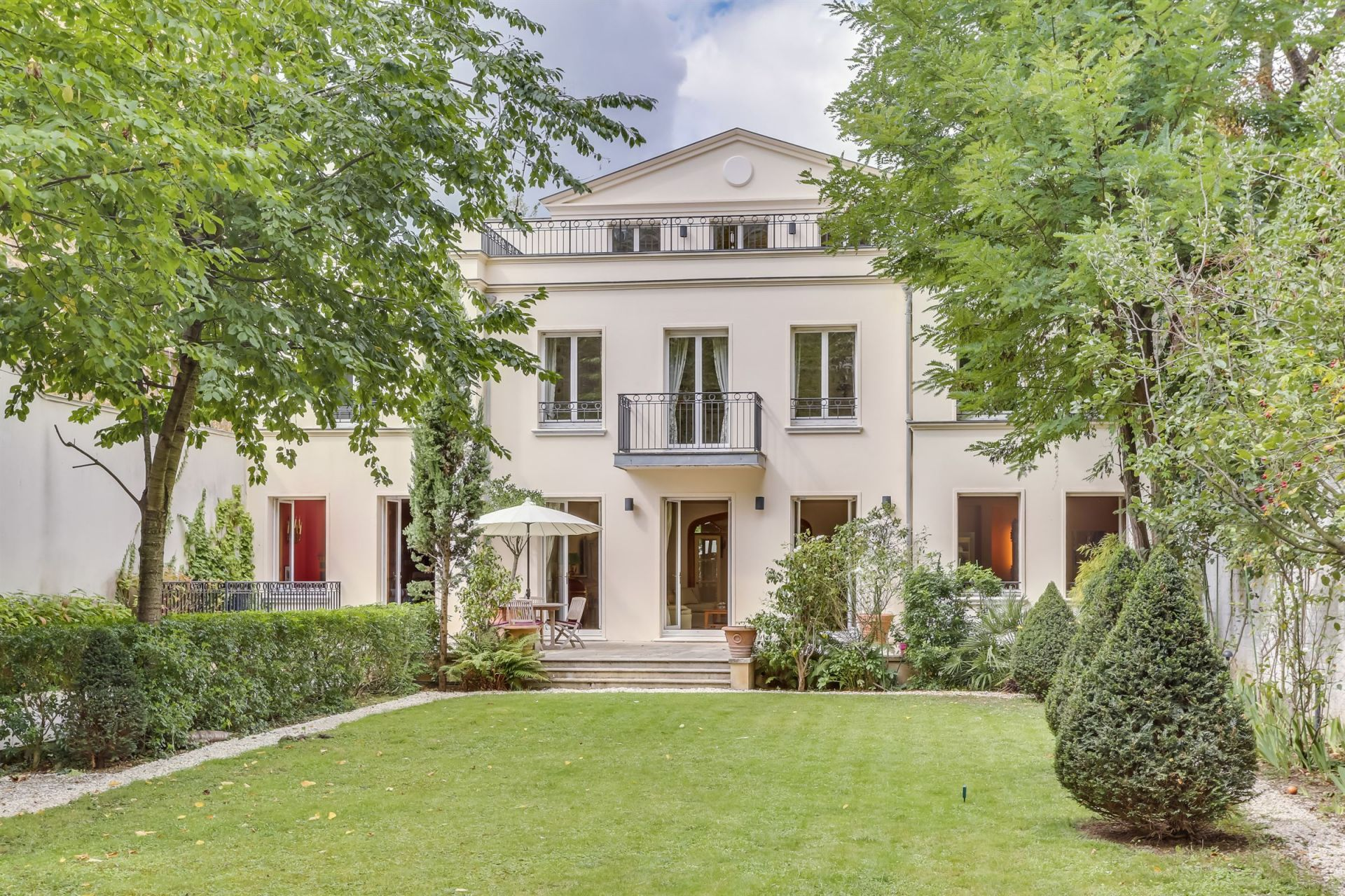 Sale Luxury mansion 9 rooms 5 bedrooms Neuilly Sur Seine (92200)