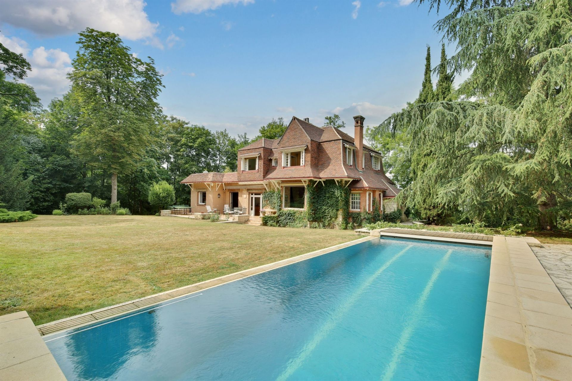 Sale Luxury house 8 rooms 4 bedrooms Louveciennes (78430)