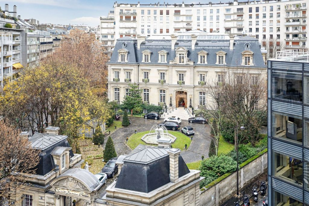 luxury apartment 6 rooms for sale on PARIS (75016)