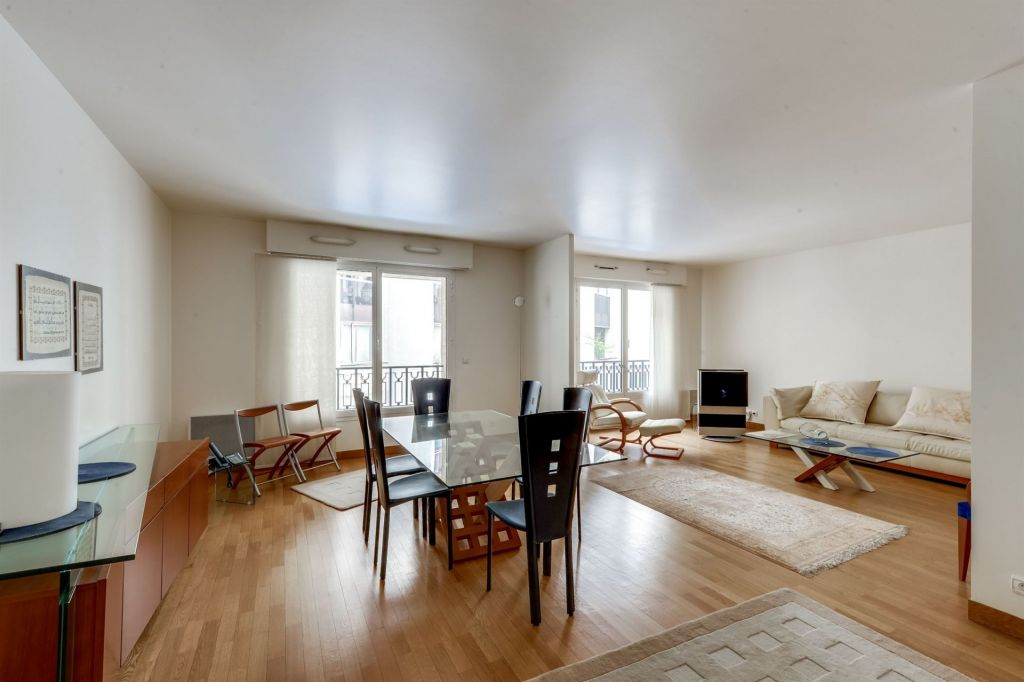 luxury apartment 4 rooms for sale on PARIS (75116)